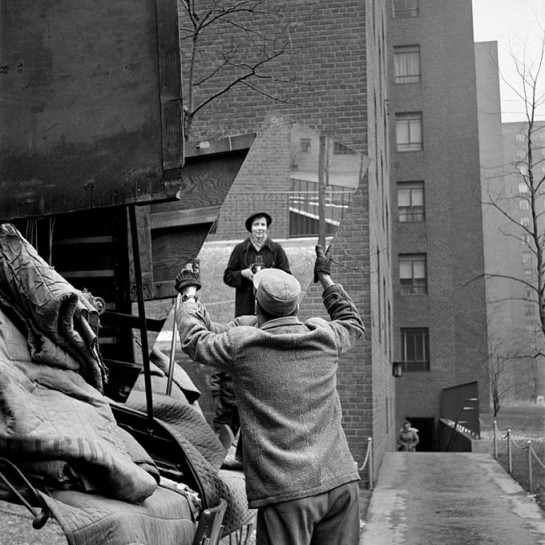 Vivian-Maier-Man-with-mirror-self-portrait-big-postbit-2260